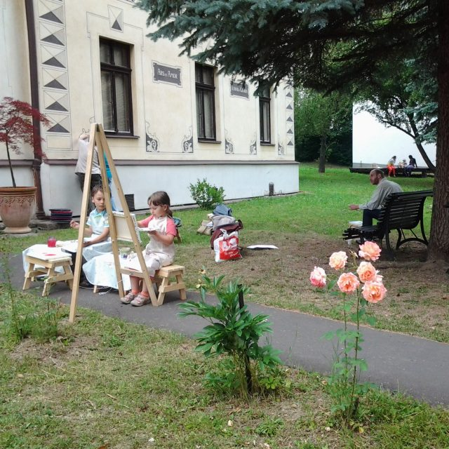 Maľovanie v záhrade