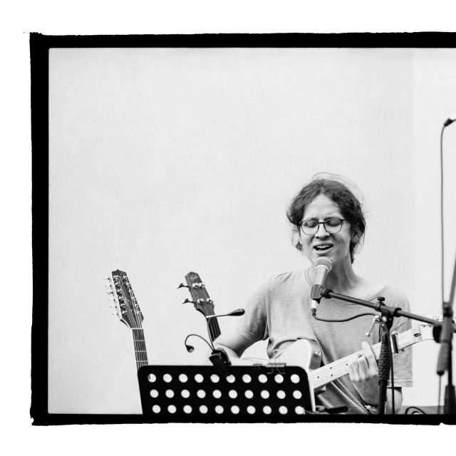 12 - Troj~koncert v záhrade Skuteckého: Juraj Havlík, Secret Session, Clube de ESQUIAR