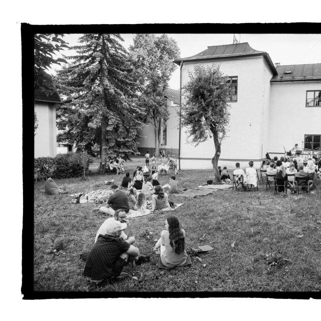 14 - Troj~koncert v záhrade Skuteckého: Juraj Havlík, Secret Session, Clube de ESQUIAR