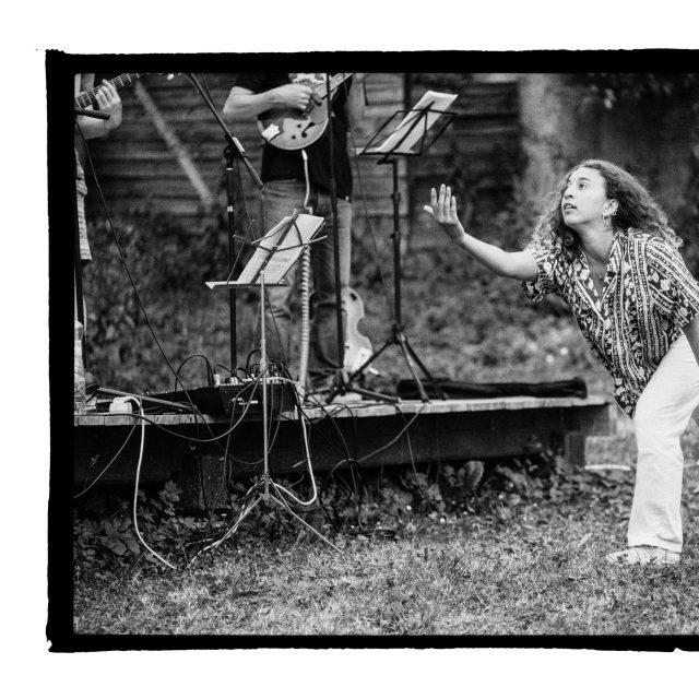 31 - Troj~koncert v záhrade Skuteckého: Juraj Havlík, Secret Session, Clube de ESQUIAR