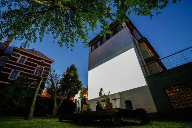 Troj~koncert v záhrade Skuteckého: Juraj Havlík, Secret Session, Clube de ESQUIAR